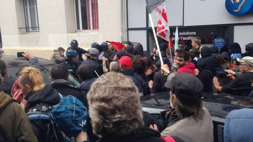"""Loi travail : """"Le mot d'ordre est de criminaliser la mobilisation"""""""